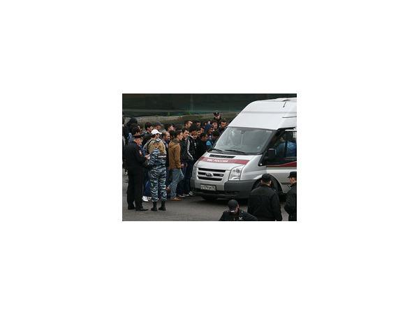 На Апраксином дворе — рейд. В полицию отправили два автозака  с задержанными