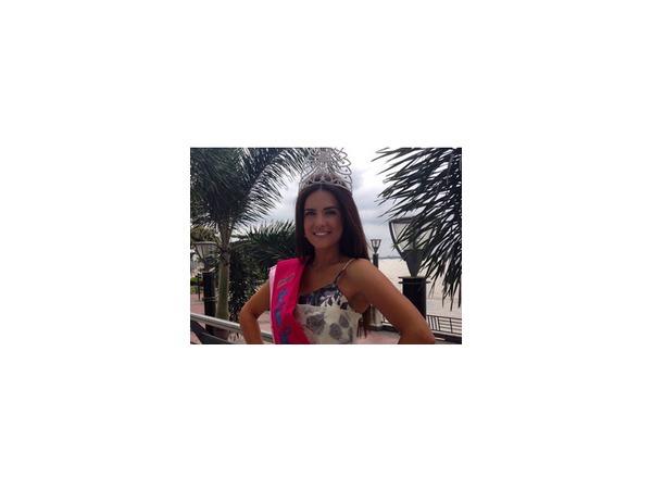 """Петербурженка Юлия Ионина, победившая накануне на конкурсе """"Миссис мира-2014"""" (фото), считает, что в семейной жизни муж должен быть на первом месте"""