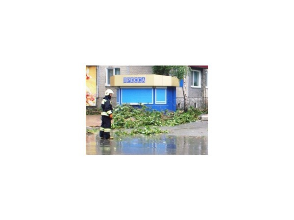 В результате урагана на Сахалине погиб один человек