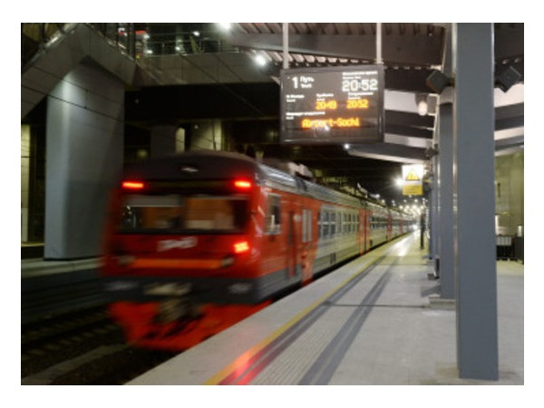 Очевидец: Поезд Адлер-Петербург опаздывает на 16 часов