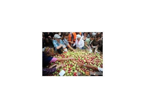 Яблочный Спас 19 августа 2014 года: как лучше всего поздравить близких и что сделать, чтобы была удача на целый год
