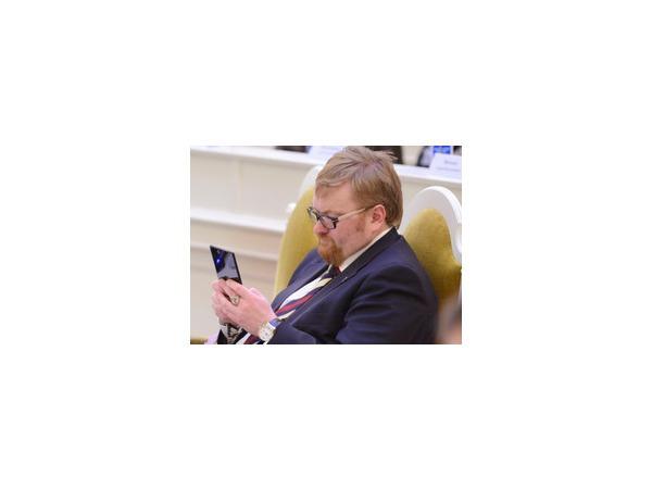 Милонов остался с собачками: за что заблокировали микроблог парламентария