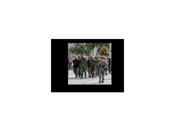 """Марш-парад военнопленных в Донецке стал """"юго-восточной альтернативой"""" официальному параду в Киеве 24 августа 2014 года"""