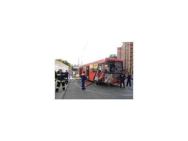 В результате аварии в Казани пострадали четыре человека