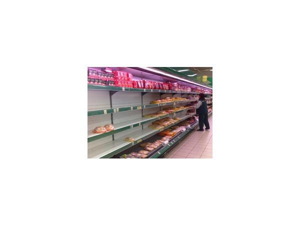 Медведев пообещал регулярно проверять цены в российских продуктовых магазинах