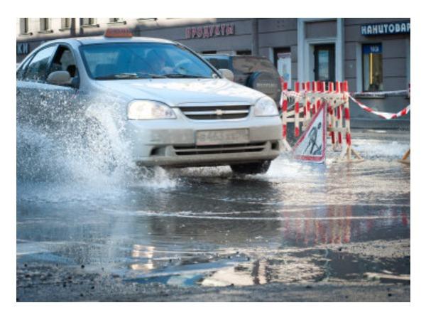 Очевидец: На Московском вода бьет из-под земли