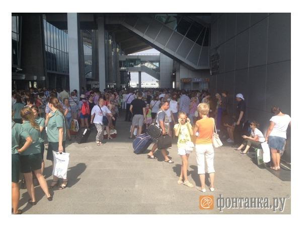 Из Пулково эвакуируют пассажиров из-за угрозы теракта