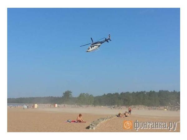 Очевидец: На пляж в Солнечном за отдыхающим прилетел вертолет