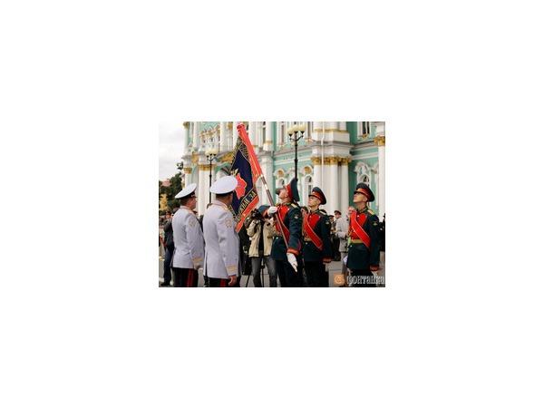 Министр внутренних дел Колокольцев вручил новое знамя ГУ МВД