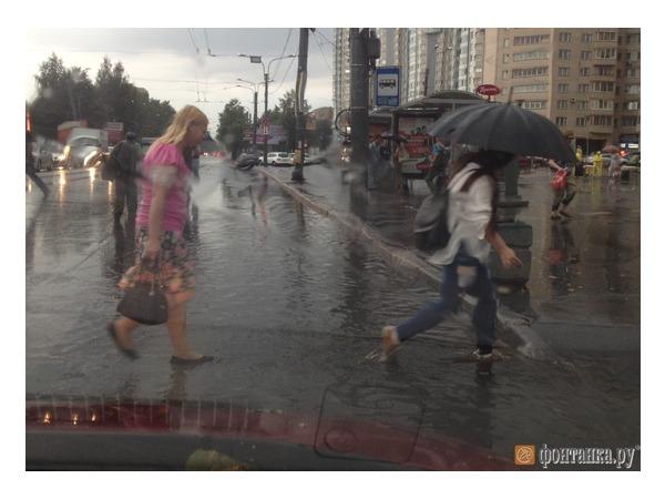Ливень затопил Петербург