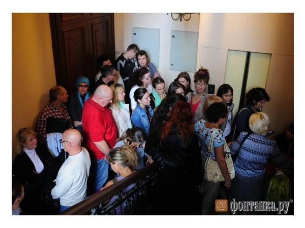 После потасовки к офису фирмы «Море солнца» на Невском вызвали полицию