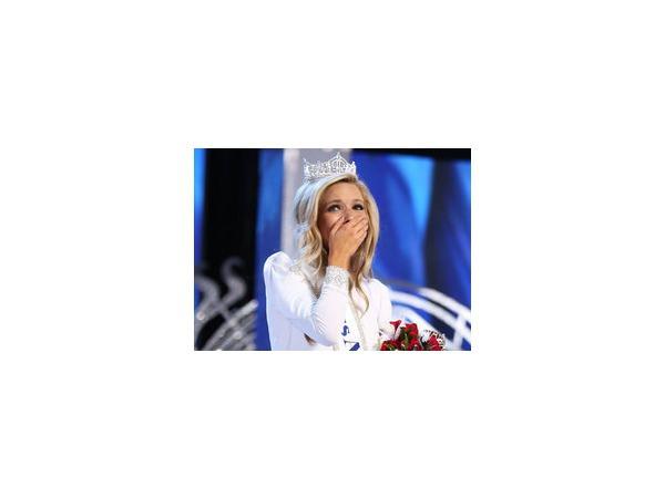 """""""Мисс Америка 2015"""" Кира Казанцев, фото которой выложены в сети, является дочерью русских эмигрантов, хорошо говорит по-русски"""