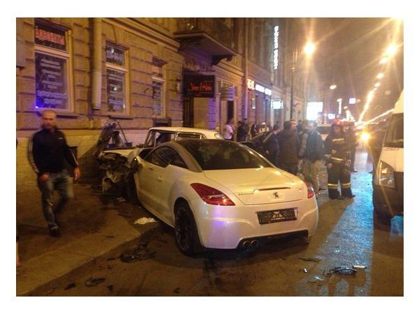 Очевидцы: В ДТП на Литейном столкнулись три машины