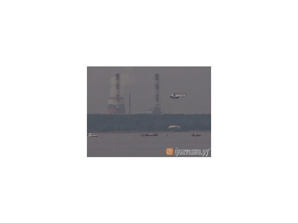 Вертолет упал в Финский залив, пытаясь избежать столкновения с яхтой