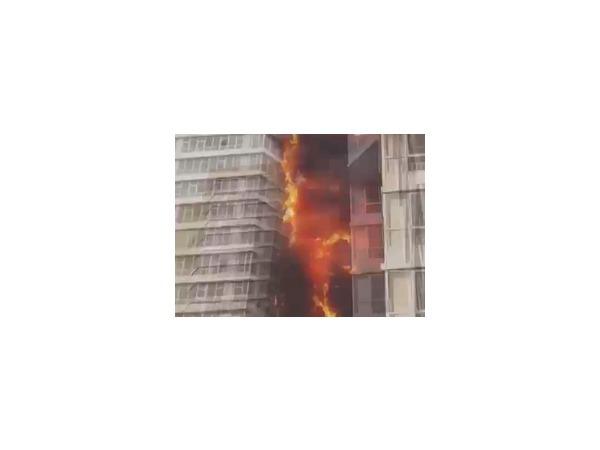 Причина пожара 25-этажного дома на Шахтеров в Красноярске 21.09.2014 установлена; правительство города начало оказывать погорельцам матпомощь