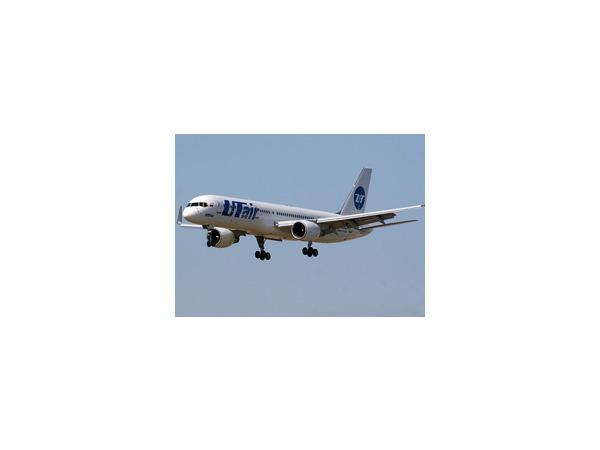 Boeing 757 совершил вынужденную посадку в «Домодедово» из-за трещины в стекле