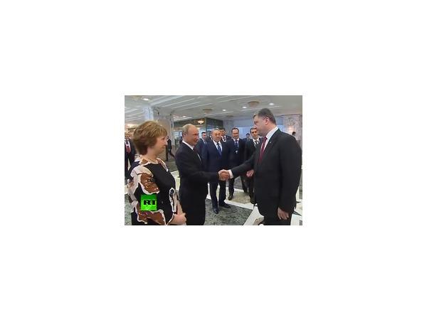 Путин и Порошенко 3 сентября 2014 года обсудили в телефонном разговоре кризис на Украине — пресс-служба украинского президента заявляет, что выработано решение о прекращении огня на Донбассе