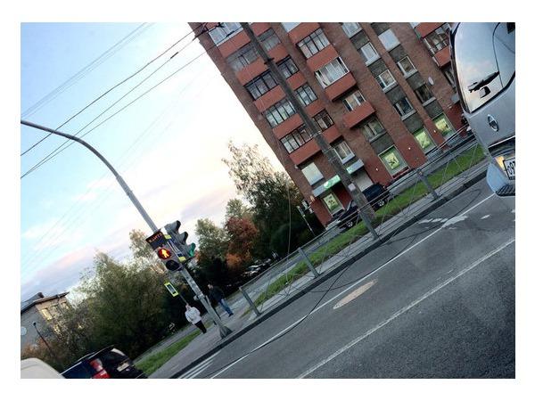Очевидец: Оборванный контактный провод на Тореза угрожает безопасности автомобилистов и пешеходов