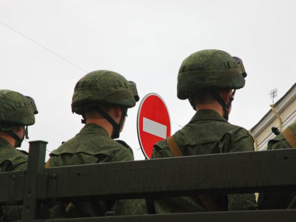 Представитель дома Романовых написал книгу о том, как вести себя в армии