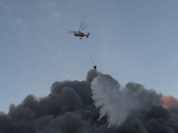 МЧС просит петербуржцев не паниковать из-за пожара на Парнасе