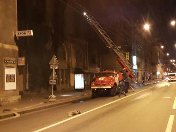 На Большой Пушкарской улице горит дом