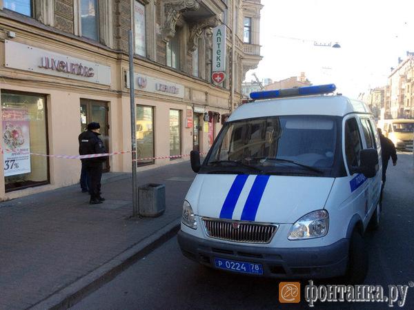 На Васильевском острове охранник застрелил грабителя во время нападения на ювелирный