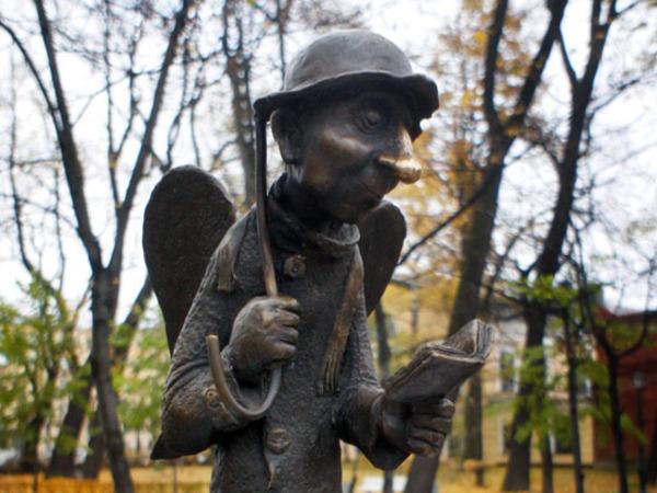 Скульптура ангела у Молодежного театра осталась без зонтика