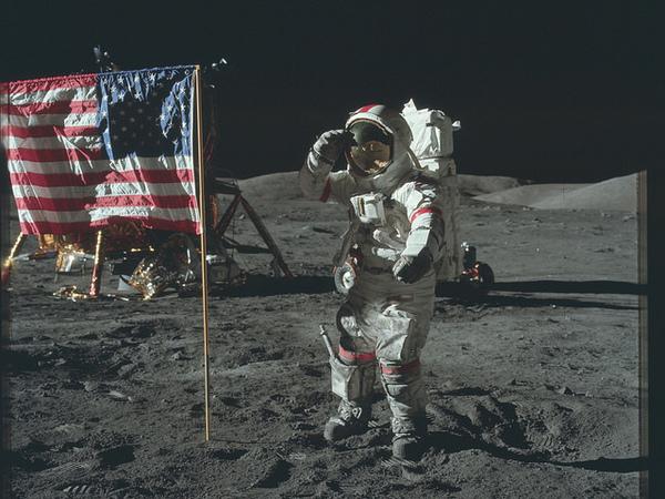 В Сети появились высококачественные снимки астронавтов НАСА на Луне