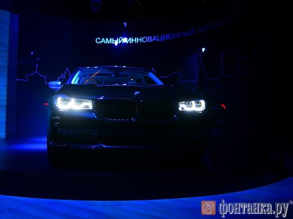 На Дворцовой площади показали новую, шестую, BMW 7 серии