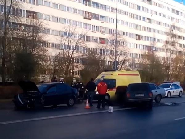 На Демьяна Бедного столкнулись три машины