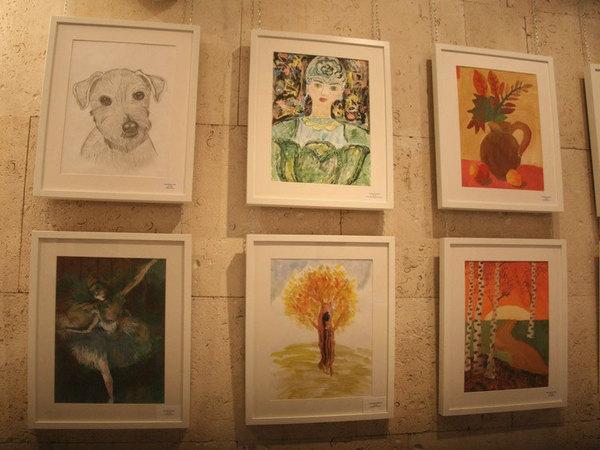 В Кукольном театре сказки открылась выставка рисунков особых детей