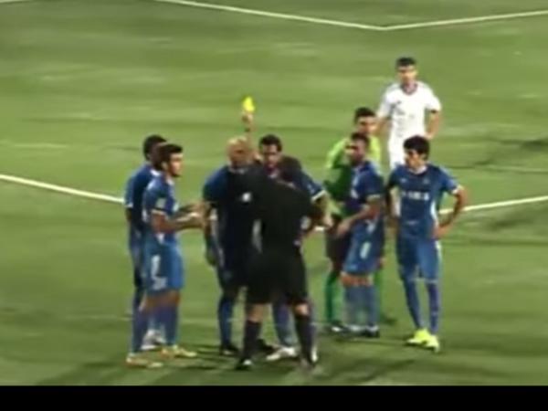 В Азербайджане игрок специально не забил пенальти по требованию тренера