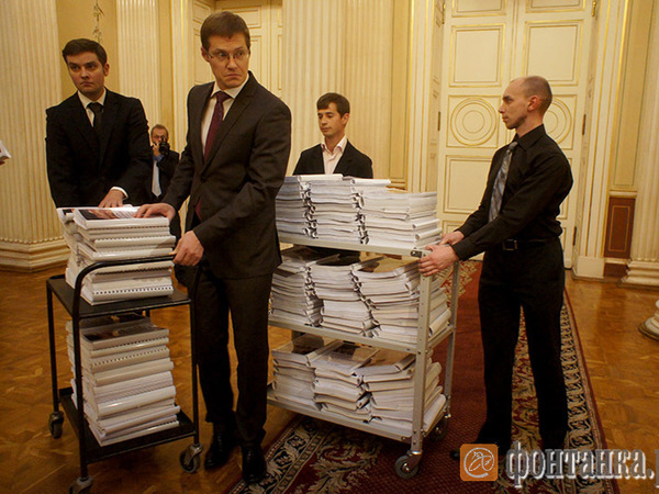 В парламент ввезли 167 томов бюджета-2016