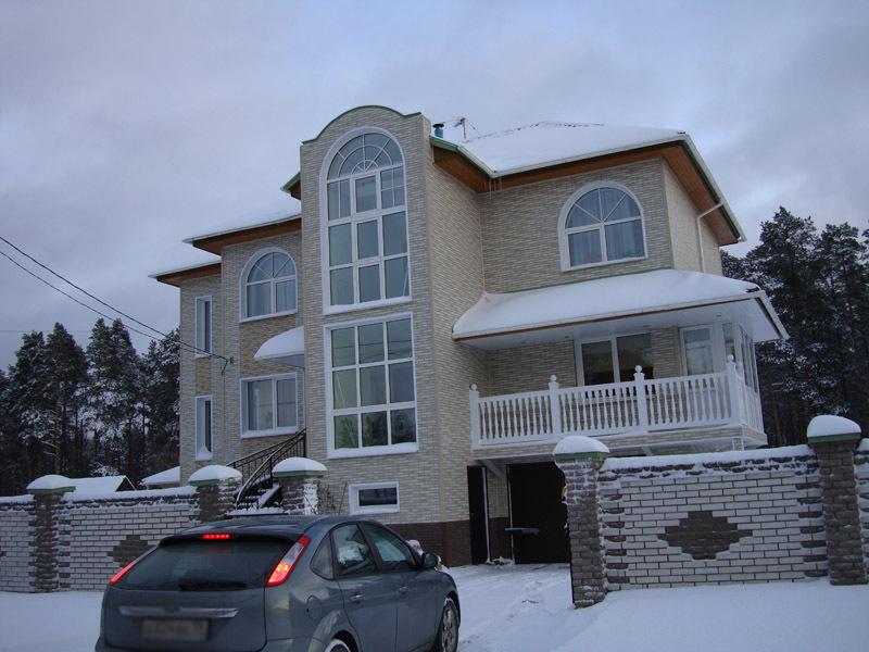 Декабрь 2012 года, когда согласно аукционным документам строительство дома завершено на 68% (фото из личного архива Василия Шабаева)