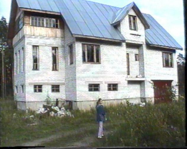 2001 год, когда согласно договору купли-продажи строительство дома завершено на 68% (фото из личного архива Василия Шабаева)