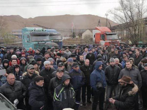 Сход грузоперевозчиков в Петербурге собрал около 200 человек