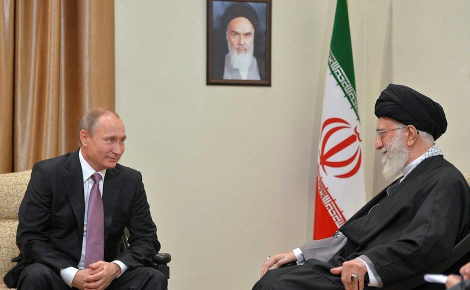 С Верховным руководителем Ирана Али Хаменеи