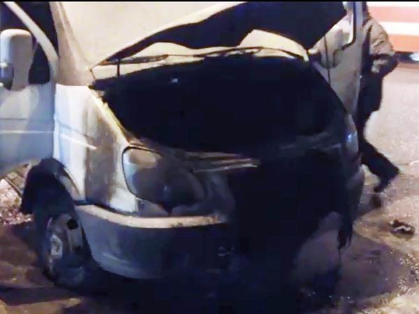 На Тореза сожгли машину ликвидаторов  незаконного ларька