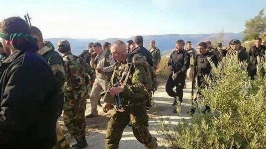 """Российские десантники и бойцы """"Хизбаллы"""" возвращаются на базу со спасенным летчиком, https://twitter.com/Syria_Protector"""