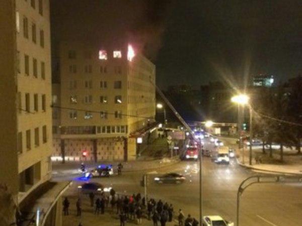 На Красногвардейской площади горит жилой дом