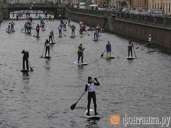 SUP-сёрферы закрыли сезон на реках и каналах Петербурга