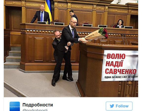 В Верховной раде Украины началась драка возле президиума, Яценюка вынесли