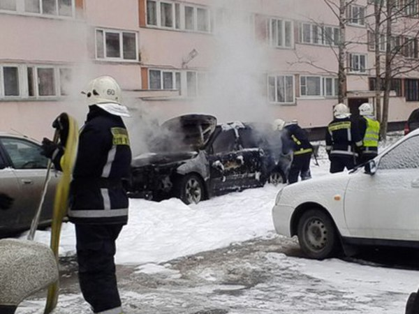 Очевидцы: На Просвещения взорвалась машина
