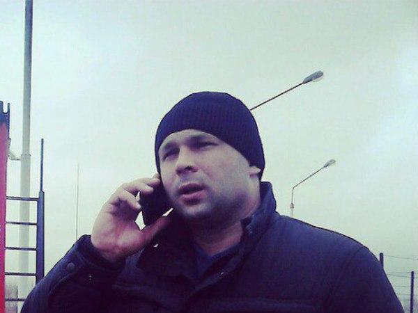 Журналистов «Фонтанки» вместе с координатором петербургских дальнобойщиков остановили сотрудники ДПС в Головково