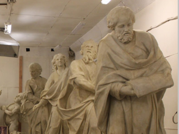 КГИОП показал копии скульптур с аттика базилики Святой Екатерины