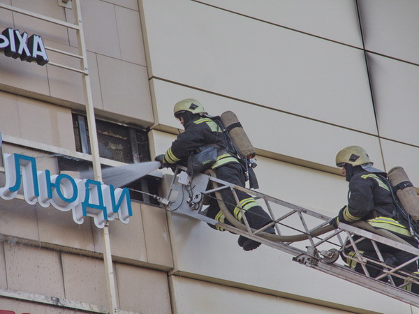 "Пожар в ТРК ""Европолис"" потушен"