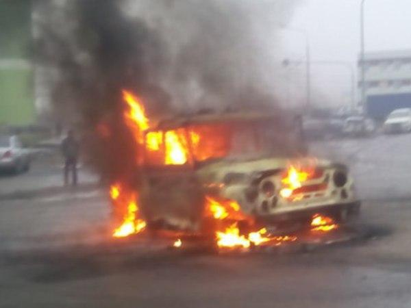Очевидцы: На Муринской дороге из автоматов расстреляли автомобиль