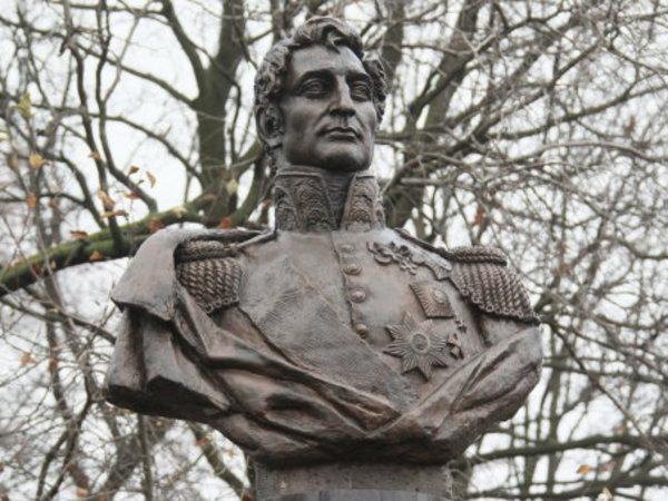 Якунин и Полтавченко открыли памятник графу Милорадовичу