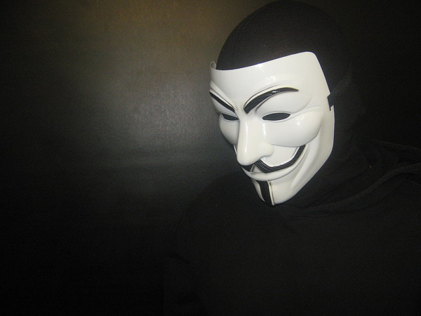 Напавшие на транспортных полицейских в Петербурга были в масках и камуфляже