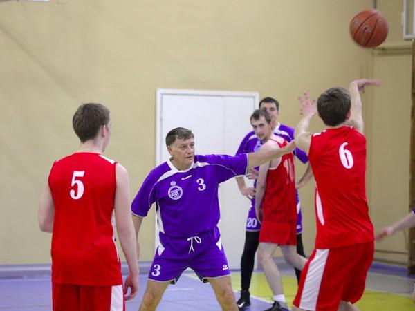 Парламентарии сыграли в баскетбол со сборной академической гимназии